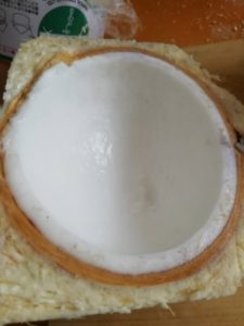 ヤングココナッツを割ってみた!